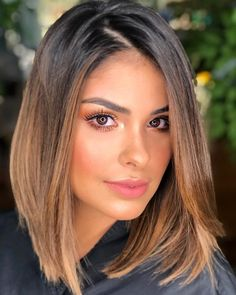 Dark hair and caramel balayage Caramel Ombre Hair, Caramel Balayage, Medium Hair Styles, Short Hair Styles, Gorgeous Hair Color, Long Bob Haircuts, Bob Hairstyles, Elegant Hairstyles, Straight Hairstyles