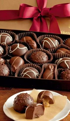 Our Harry & David chocolate delivery is perfect for chocolate lovers. Shop our chocolate gift baskets filled with gourmet chocolate gifts, treats and more. Chocolate World, Chocolate Sweets, I Love Chocolate, Chocolate Bark, Chocolate Shop, Chocolate Gifts, Delicious Chocolate, Chocolate Recipes, Modeling Chocolate