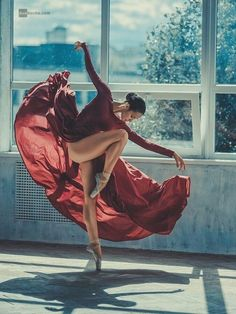 Discovered by ℒŮℵẴ. Find images and videos about photography, dance and ballet on We Heart It - the app to get lost in what you love. Ballet Art, Ballet Dancers, Lyrical Dance, Dance Movement, Dance Poses, Dance Picture Poses, Yoga Poses, Shall We Dance, Ballet Photography