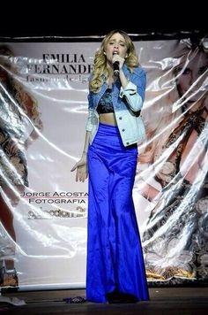 Canal De Spectacles De Disney, Actrices Adolescentes, Amour, Sofia Carson,  Paris Hilton a9b84d2967d