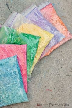Making crushed chalk for art and play - Genius ways to use up broken chalk pieces! One use is to make chalk paint. Painting For Kids, Art For Kids, Crafts For Kids, Classroom Crafts, Preschool Crafts, Eyfs Classroom, Outdoor Activities For Kids, Preschool Activities, Homemade Paint