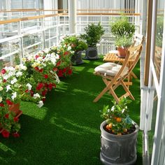 synthetic-grass-balcony...mix it up with some colorful flowers and you've got yourself a lanai!