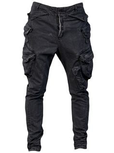Straight leg cargo pant in grey from Julius. These cotton trousers features belt loops, front button closure and a nine pocket design.