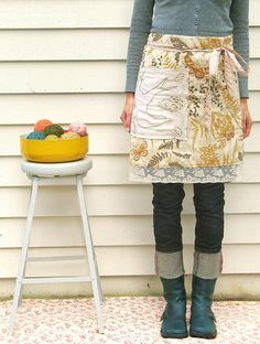 Love the lace and the giant pocket on this apron