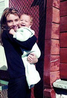 Familienmensch Hepburn: 1961 genießt die junge Frau ihr Mutterglück