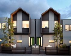 55 New Ideas For Design Geometric Architecture Facades Modern Townhouse, Townhouse Designs, Model House Plan, New House Plans, Facade Architecture, Residential Architecture, Facade Design, Exterior Design, Minimal House Design