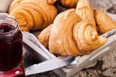"""Завтрак - это прекрасный прием пищи, когда можно позволить себе чуть больше, чем, например, на ужин. Не отказывайте себе в удовольствии и готовьте самые вкусные завтраки на свете! А с приложением """"Завтраки с Юлией Высоцкой"""" это очень просто - в нем собраны самые вкусные рецепты с пошаговыми инструкциями и видео. Встречайте новый день вкусно! #edimdoma #ios"""