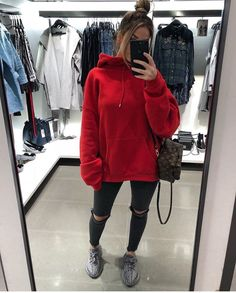 Kleider damenmode kleidung 0588 kleidung Many Girls Start Off Wearing The Wrong Size Bra. Chill Outfits, Cute Casual Outfits, Sport Outfits, Hoodie Outfit Casual, Leggings Outfit Winter, Hiking Outfits, Sweatpants Outfit, Mode Adidas, Yeezy Outfit