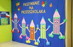 Pasowanie - MyKingList.com Decoration Creche, Board Decoration, Class Decoration, School Decorations, Classroom Board, Preschool Classroom, Preschool Crafts, Classroom Decor, Diy And Crafts