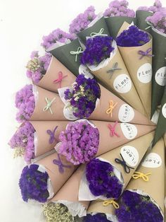 Chocolate box wrapping gift cards ideas for 2019 Boquette Flowers, Small Flower Bouquet, Flower Box Gift, Flower Bar, How To Wrap Flowers, Flower Boxes, Small Flowers, Dried Flowers, Paper Flowers