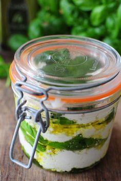 Mozzarella chèvre basilic et huile d'olive pour un apéro en bocal et toujours des livres à gagner