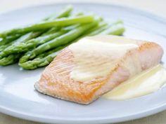 Fish with creamy white wine sauce - Atıştırmalıklar - Las recetas más prácticas y fáciles Easy Chicken Recipes, Pork Recipes, Snack Recipes, Grilled Fish Recipes, Salmon Recipes, Creamy White Wine Sauce, Vegetables For Babies, Sprout Recipes, Beef And Noodles