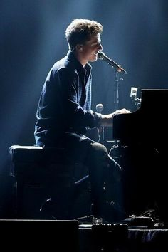 Charlie Puth performs onstage at Jingle Ball 2015 Charlie Puth, Sam And Colby, King Of Music, John Legend, Cute Celebrities, Perfect Man, To My Future Husband, Shawn Mendes, My Idol