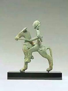 Iberian bronze figurine of a horseman. Ancient Artefacts, Ancient Civilizations, Ancient Aliens, Ancient History, Historical Artifacts, Horse Sculpture, Equine Art, Prehistory, Old Art