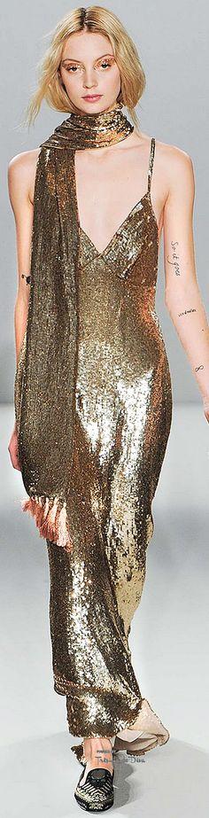 Temperley London Fall/Winter 2015 Look 40 on Moda Operandi jαɢlαdy Couture Fashion, Runway Fashion, Fashion Show, Womens Fashion, Fashion 2015, Fashion Art, Metal Fashion, Gold Fashion, Fallen London