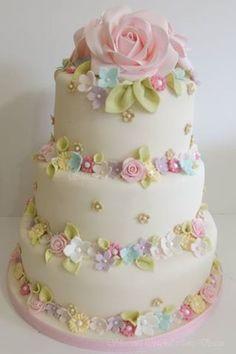 Love pretty floral cakes