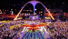 Como é comemorado o carnaval no Brasil. O Carnaval na Sapucaí no Rio de Janeiro é daquelas experiências para viver uma vez na vida pelo menos!