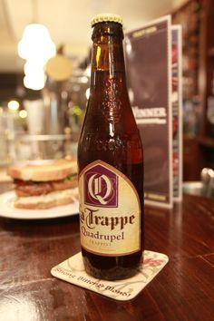Cerveza La Trappe quadrupel. De color Ambar intenso y con la maestría de la cerveza holandes ade abadía trapense y con 10º