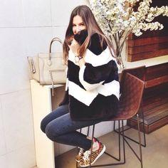 Celine Handbags, My Style, Lady, Coat, Womens Fashion, People, Sugar, House, Sewing Coat