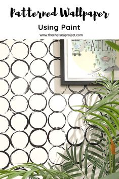 Easy Patterned Wallpaper Using Paint - The Chelsea Project - - In the past few years, wallpaper has made a roaring comeback. And today's post shares how to create easy patterned wallpaper using paint. Diy Wallpaper, Painting Wallpaper, Pattern Wallpaper, Wallpaper Designs For Walls, Hand Painted Wallpaper, Diy Wand, Wall Paint Patterns, Painting Patterns, Diy Tapete