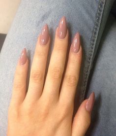 There are three kinds of fake nails which all come from the family of plastics. Acrylic nails are a liquid and powder mix. They are mixed in front of you and then they are brushed onto your nails and shaped. These nails are air dried. Almond Acrylic Nails, Summer Acrylic Nails, Best Acrylic Nails, Spring Nails, Rounded Acrylic Nails, Almond Nail Art, Fall Nails, Nagel Gel, Cool Nail Designs