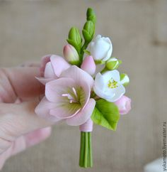 Купить Anastacia (брошь-бутоньерка) - фиолетовые цветы, бледно-розовый, брошь с фрезией, бутоньерка с фрезией