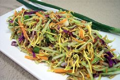 broccoli and ramen noodle salad recipes to try Asian Pasta Salads, Ramen Noodle Salad, Ramen Noodles, I Love Food, Good Food, Yummy Food, Tasty, Great Recipes, Dinner Recipes