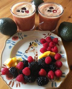 Bonjour à tous - Good Morning  #luchiachia #luchiacookbook is available on Amazon.com  in English and Spanish #cookbook #chef #chefconsultant #cheflife #chefconsultant #foodblog #foodblogger #breakfast #juice #organic #berries #healthy #healthy #healthyeating #healthylife #amazing #beautiful #eatinghealthy #foodmagazine #culinary #foodiegram #foodie #siliconvalley #stanford #bayarea #california