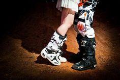 Motocross love Motocross Wedding, Motocross Couple, Dirt Bike Wedding, Motocross Love, Motocross Gear, Bike Photography, Couple Photography, Photography Ideas, Dirt Bike Helmets