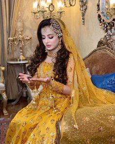 Pakistani Mehndi Dress, Bridal Mehndi Dresses, Pakistani Bridal Makeup, Pakistani Wedding Outfits, Pakistani Dresses Casual, Bridal Dress Design, Pakistani Wedding Dresses, Wedding Dresses For Girls, Bridal Outfits