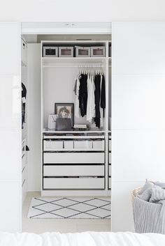Drawer with dividers for cosmetics and accessories One Bedroom Apartment, Home Bedroom, Bedroom Decor, Walk In Closet Small, Small Closets, Wardrobe Closet, Closet Bedroom, Monochrome Interior, Interior Design