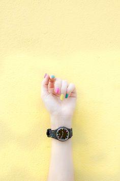 Dip manicures are like a mix between a manicure and fake nails. Read on for 11 fabulous dip powder nail tips. Pretty Nail Colors, Pretty Nail Designs, Pretty Nails, Acrylic Nail Designs, Acrylic Nails, Shellac Nails, Nail Polish, How To Do Nails, Fun Nails