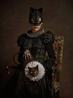 CatWoman - The Dutchess of Cats - Elizabethan Heroes and Villains - Super Flemish by Sacha Goldberger Catwoman Cosplay, Cosplay Gatúbela, Rembrandt, Star Wars Characters, Comic Book Characters, Comic Books, Disney Characters, Cultura Pop, Portraits Victoriens
