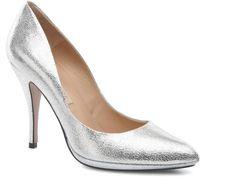 Pin for Later: Cinderella wäre auf diese Schuhe ganz schön neidisch  Pura Lopez Pump (215 €)