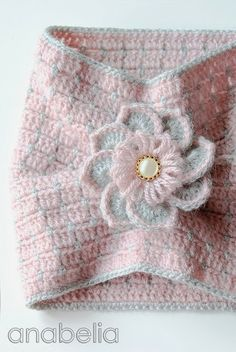 Neck warmer and brooch by Anabelia