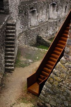 Pombal Castle's Visitor Centre by Comoco Architects Architecture Renovation, Space Architecture, Architecture Details, Conservation Architecture, Beautiful Home Designs, Adaptive Reuse, Corten Steel, Stairway To Heaven, Old Buildings