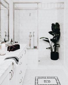 Hanging bathroom plants hanging plants ideas the limit 5 indoor All White Bathroom, Small Bathroom, Master Bathroom, Bathroom Inspiration, Home Decor Inspiration, Bathroom Inspo, Bathroom Ideas, Scandinavian Interior Design, Diy Interior