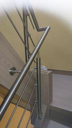 RVS balustrade. Steel Railing Design, Modern Stair Railing, Staircase Handrail, Balcony Railing Design, Iron Stair Railing, Modern Stairs, Staircase Design, Wooden Door Design, Wooden Doors