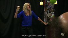 """Dee Reynolds (Kaitlin Olson) nell'episodio 9x01 (The Gang Broke Dee) di """"It's Always Sunny In Philadelphia""""."""