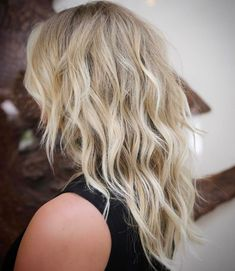 60 Lovely Long Shag Haircuts for Effortless Stylish Looks - - Medium Layered Wavy Blonde Hair Cut Medium Long Hair, Medium Blonde, Medium Hair Cuts, Medium Hair Styles, Curly Hair Styles, Modern Shag Haircut, Long Shag Haircut, Haircut Medium, Blonde Layered Hair