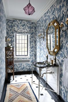 Robert Couturier | Interesting way of doing the backsplash for the basin.