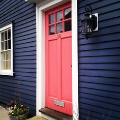 navy house, coral door - bright and bold - make a statement with your front door! Coral Front Doors, Coral Door, Front Door Colors, Dark Blue Houses, Navy Houses, Purple Houses, Pintura Exterior, Exterior Paint Colors, Exterior House Colors
