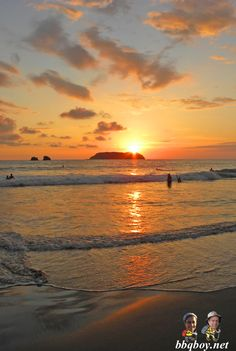 Manuel Antonio, Costa Rica - looks beautiful right? One of the most disappointing places we've visited. More: http://bbqboy.net/manuel-antonio-coconut-filled-paradise-i-dont-think-so/ #manuelantonio #costarica