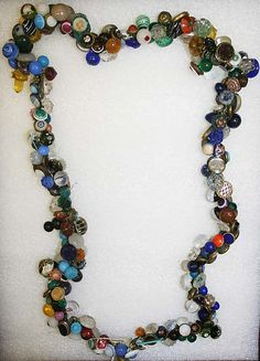 ca 19th century charm string with primarily glass and glass set in metal buttons. I see swirlbacks, waistcoats, radiants, intermixed glass ball buttons, other glass charmstring types, and a few chinas. Probably American (ARE YOU LISTENING TOOTH FAIRY?? I WANT THIS!!)