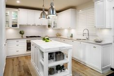 Beautiful Hamptons Kitchen Interior Design For Stylish Kitchen Ideas Stylish Kitchen, Modern Kitchen Design, Interior Design Kitchen, Kitchen Tops, New Kitchen, Kitchen Decor, Kitchen Ideas, Kitchen Cabinets, Shaker Cabinets