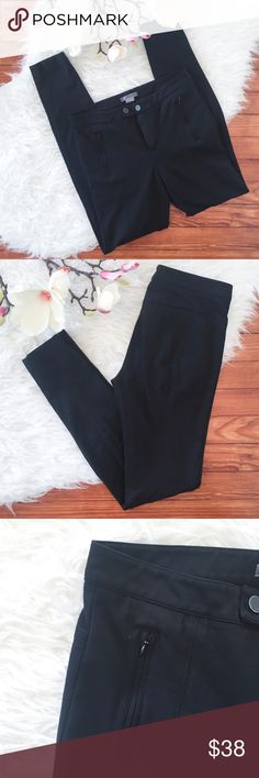 """VINCE Stretch Skinny Pants Leggings Ankle Length """"VINCE""""      SKINNY Pants / Leggings     Ankle Length     Stretch     2 Front Zipper Pockets     2 Back Pockets  Size : 6 Waist : 29"""" Inseam : 29.5""""  Sign of wear on front buttons, otherwise great used condition.  Please see the pictures.  Thank you for looking my item. Please check my other items. Vince Pants Skinny"""