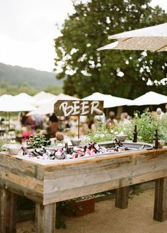 18 Unique & Creative Wedding Drink Bar Ideas for Outdoor Wedding - Wedding Reception - Wedding Catering, Wedding Reception, Wedding Backyard, Backyard Bbq, Reception Food, Wedding Parties, Wedding Menu, Drinks Wedding, Reception Ideas