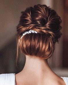 Elegant braided updo #weddinghair #hairideas #halobraids #loosewaves #upstyle #weddinghairstyles #hairstyles #braidedupdohairstyle #braidedupdo #braids