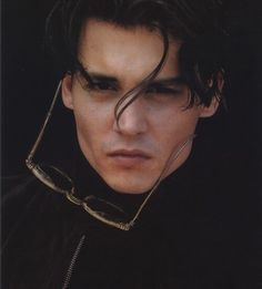 johnny depp, sexy, and actor image Jonh Deep, Barnabas Collins, Paz Hippie, Beautiful Boys, Beautiful People, Young Johnny Depp, Johnny Depp Movies, Z Cam, Poses References