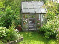petit coin repos romantique au fond du jardin